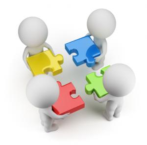 dirigeant et client emboîtant des pièces de puzle