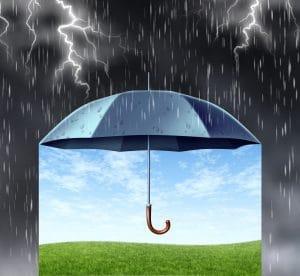 beau temps sous un parapluie par temps d'orage