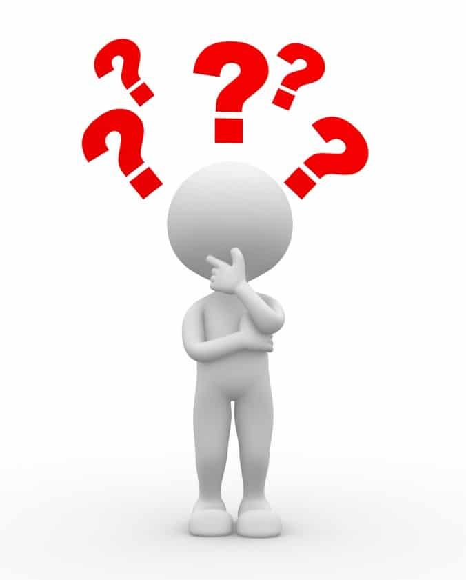 Dirigeant d'entreprise se posant des questions pour illustrer les questions à poser lors de l'entretien annuel d'évaluation