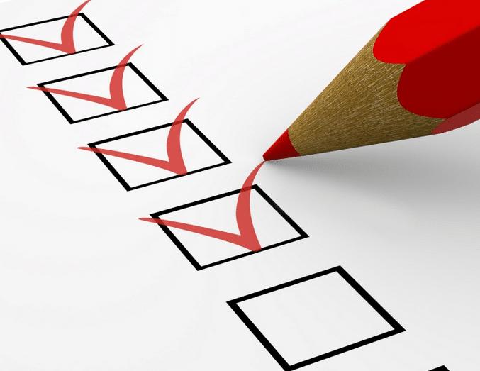 Crayon rouge cochant 4 cases pour illustrer les points à vérifier en matière d'élection des institutions représentatives du personnel
