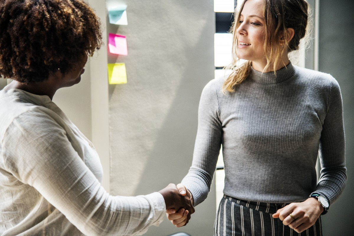 faire la bise à ses collaborateurs